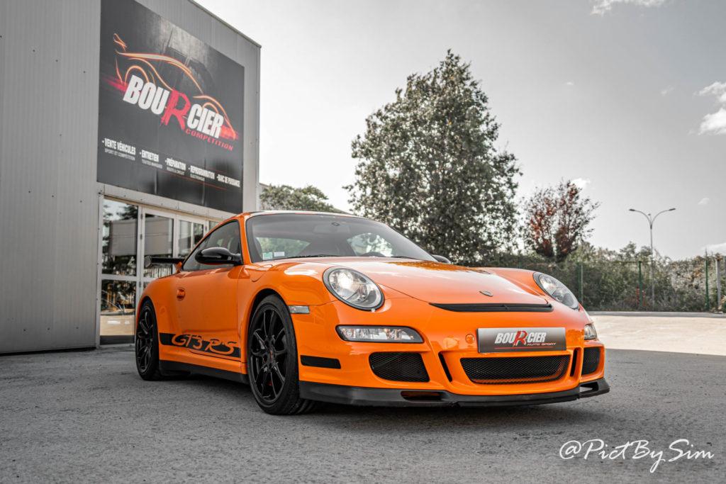 Porsche 911 gt3rs devant Bourcier